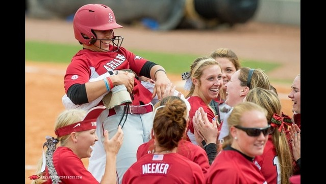 Arkansas Softball- Navarro Scores 100th Run in Loss at #10/8 Kentucky