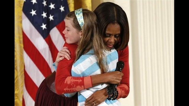 Girl Hands Jobless Dad's Resume to First Lady