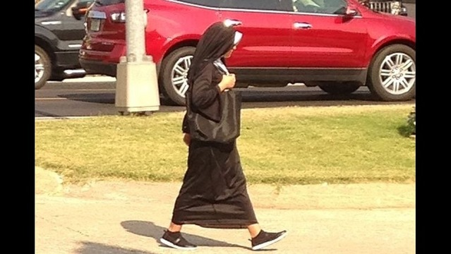 Phony Nun Dupes Business with Fake Money