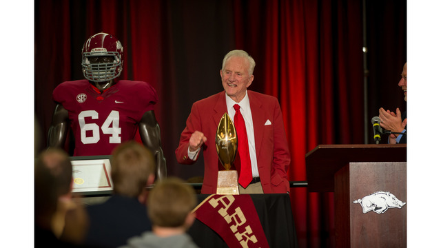 Legendary Coach Frank Broyles to be Honored