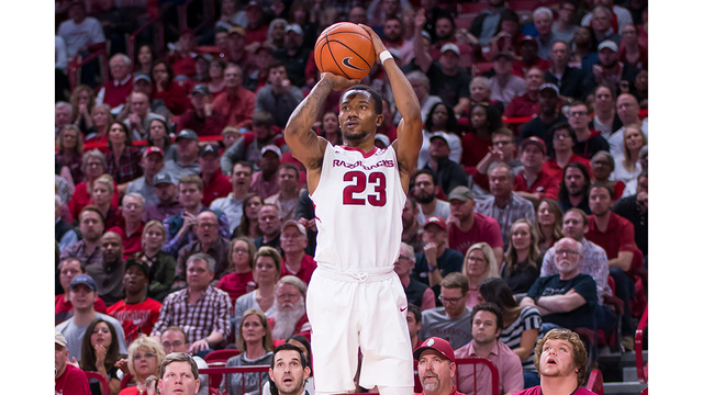 Razorbacks hold on in Tuscaloosa for big 76-73 road win