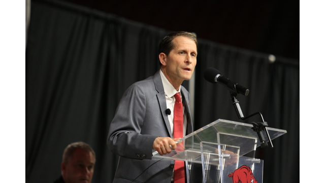 New Head Hog Eric Musselman busy again Tuesday as offers, interest, and visits stack up